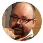 Moldura com foto do escritor Carlos Ruiz Zafón.